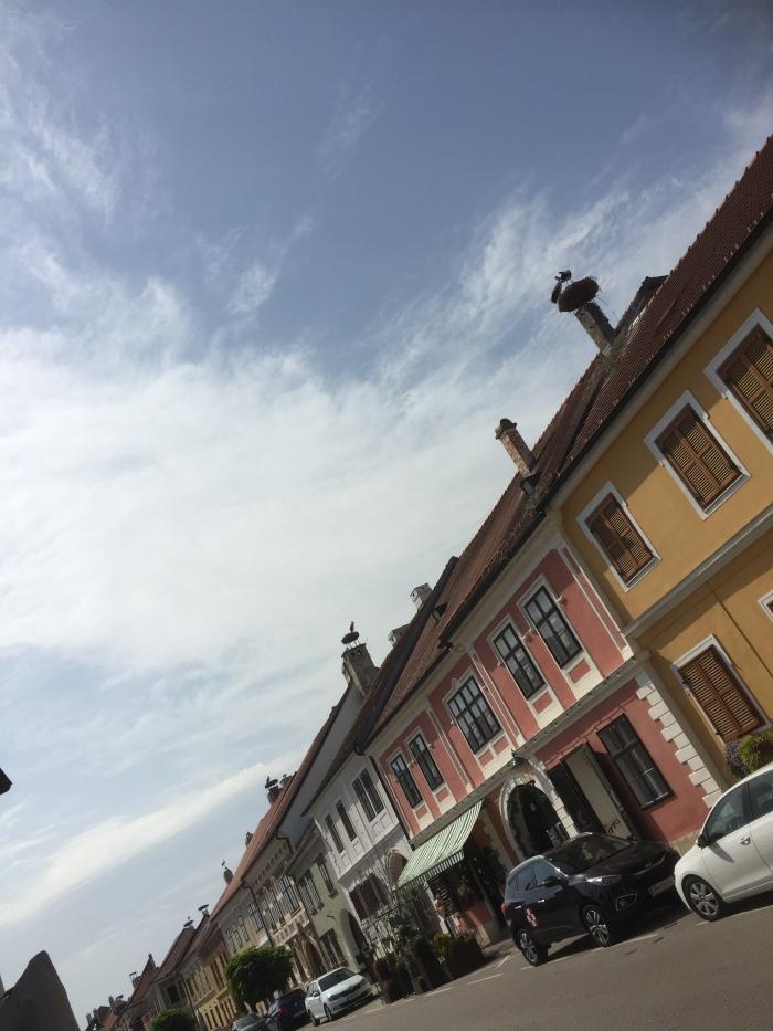 Typisch für Rust: auf jedem Haus ein Storchennest